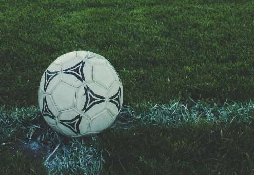 Squadra di calcio cerca sponsor-v