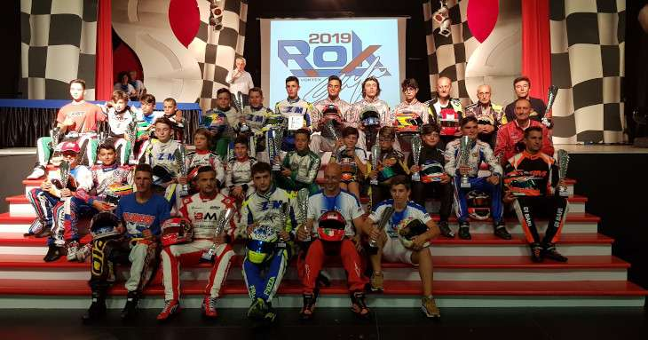 Foto d gruppo con Davide Marconato pilota di go-kart in posa al Rok 2019